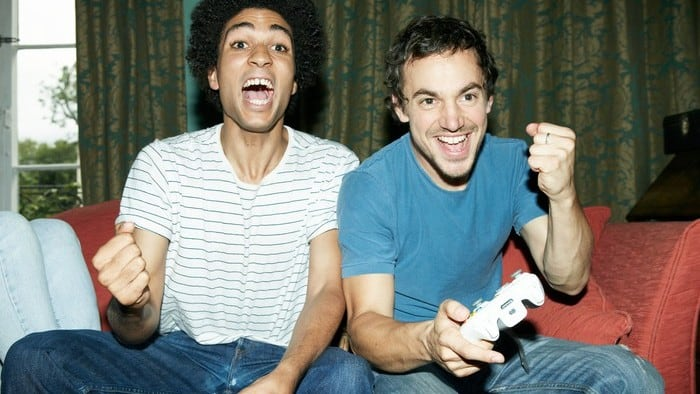 2 friends playing a video game